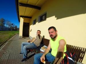 Śniadanie z Biedronki w oczekiwaniu na busa z Sanoka do Warszawy :)